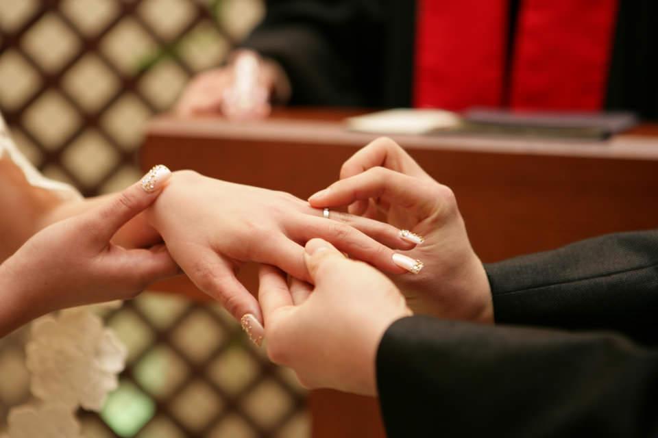 結婚式に指輪を交換しあう意味1